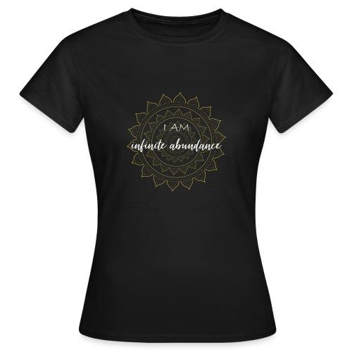 I am infinite abundance white gold mandala - Frauen T-Shirt