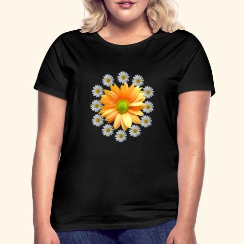 Margeriten mit einer orangen Chrysantheme, Blumen - Frauen T-Shirt