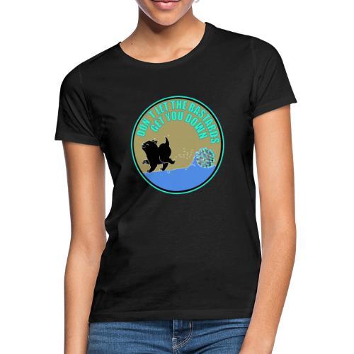 Cat vs. Virus - Frauen T-Shirt