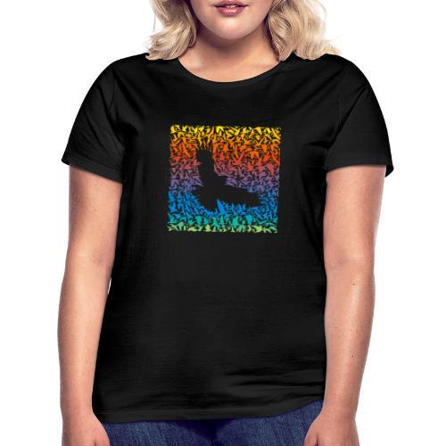 Abstract rainbow predator bird and its prey - Frauen T-Shirt