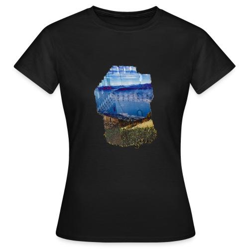 Turm und schöne Landschaft - Frauen T-Shirt