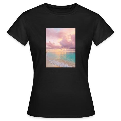 CE188672 B16B 4DC3 8673 76746B703512 - Dame-T-shirt