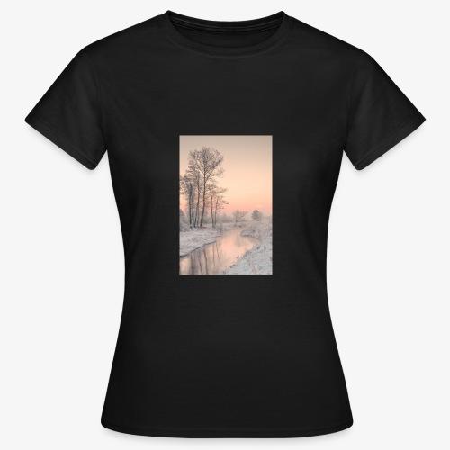 B30F70FC CECD 4357 9C5C 11446B782C89 - Frauen T-Shirt