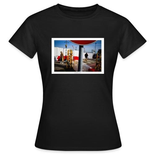 Signals. - Camiseta mujer