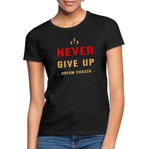 NEVER GIVE UP - DREAM CHASER - Vrouwen T-shirt