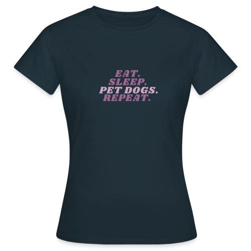 Eat. Sleep. Pet dogs. Repeat. Pink - T-skjorte for kvinner