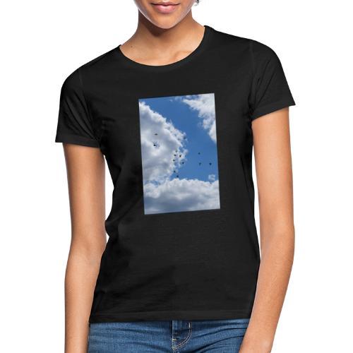 Vögel im Himmel - Frauen T-Shirt