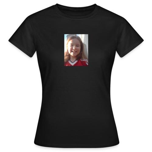 Aoife - Women's T-Shirt