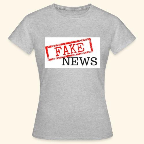 fake news - Women's T-Shirt