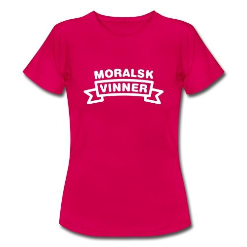 Moralsk vinner, fra Det norske plagg - T-skjorte for kvinner