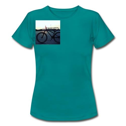 Motyw 2 - Koszulka damska