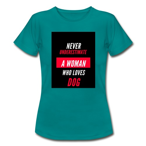 NEVER UNDERESTIMATE A WOMAN WHO LOVES DOG - T-shirt Femme