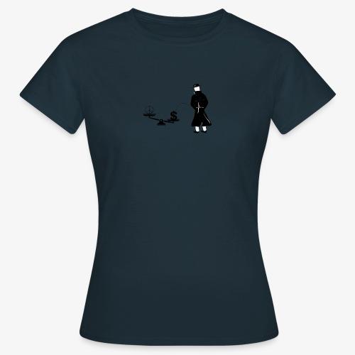 Pissing Man against unfairness - Frauen T-Shirt