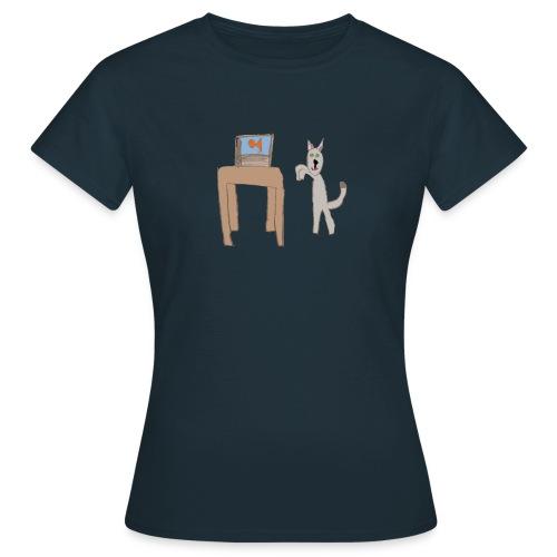 Something fishy - Women's T-Shirt