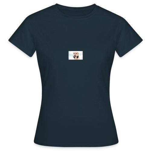 Hond Met Koptelefoon Op Borst - Vrouwen T-shirt