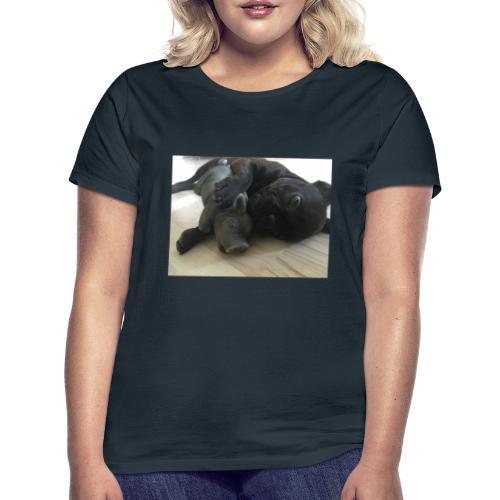 kuschelnder Hund - Frauen T-Shirt
