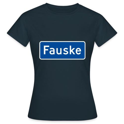 Fauske veiskilt (fra Det norske plagg) - T-skjorte for kvinner