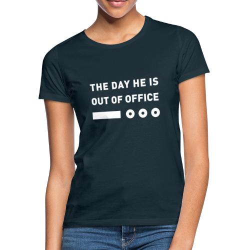 The Day He Is Out Of Office® Logo - Frauen T-Shirt