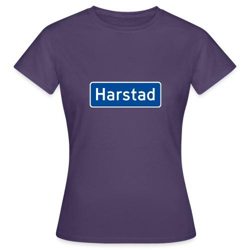 Harstad veiskilt (fra Det norske plagg) - T-skjorte for kvinner