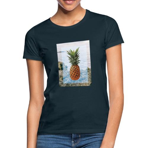 Alone wit pineapple - Frauen T-Shirt