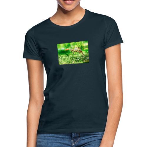 Żołw aportujący frisbee - Koszulka damska