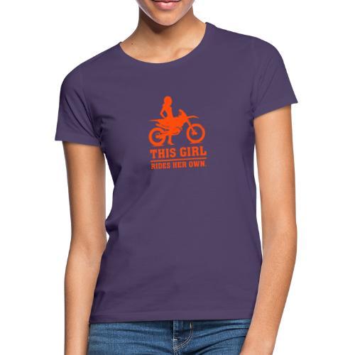 This Girl rides her own - Dirt bike - Naisten t-paita