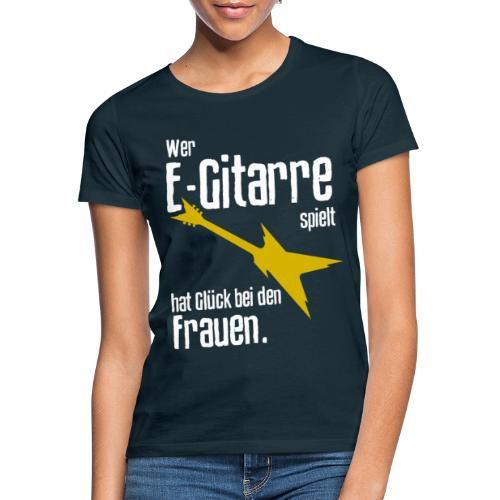 Wer E-Gitarre spielt hat Glück bei den Frauen - Frauen T-Shirt