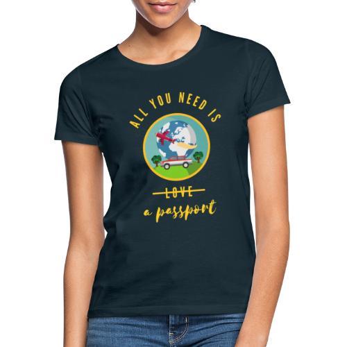 Travelling - All I need is a passport - T-skjorte for kvinner