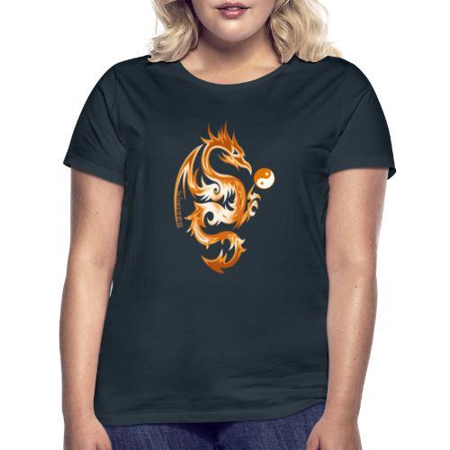 Der Drache spielt mit der Energie des Lebens. - Frauen T-Shirt