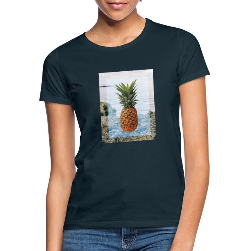 Alone wit pineapple - Frauen T-Shirt