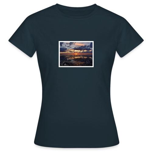 20:35 - Snettisham - Women's T-Shirt