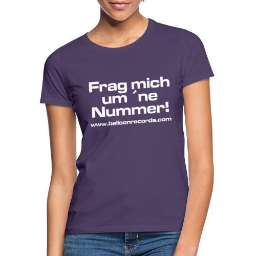 Frag Mich um ne Nummer (weiss) - Frauen T-Shirt