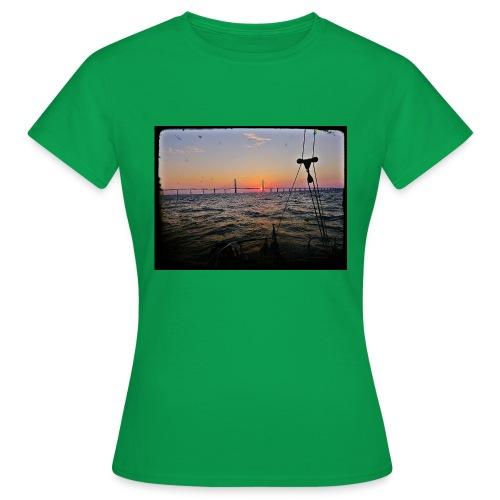 SV Argo - Öresund Bridge sunrise - Women's T-Shirt