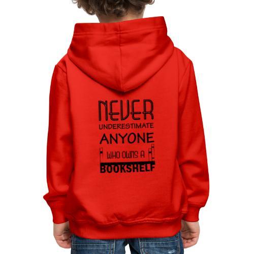0147 Do not underestimate anyone with a bookshelf - Kids' Premium Hoodie