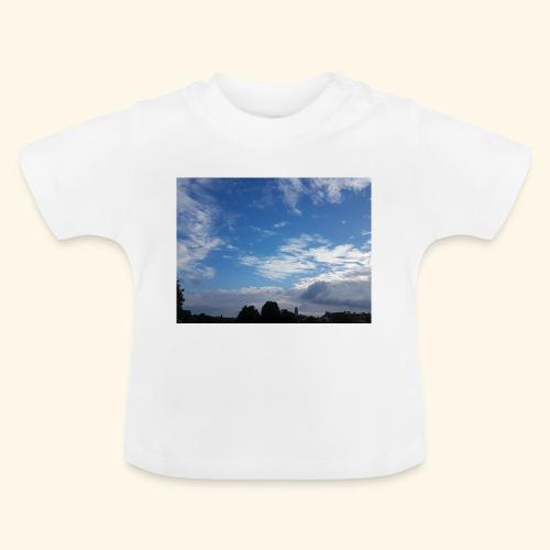himmlisches Wolkenbild - Baby T-Shirt