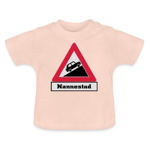 brattv nannestad a png - Baby-T-skjorte