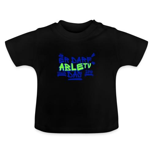 AbleTV Grafitti Logo Marken Shirt (Er Darf Das) - Baby T-Shirt