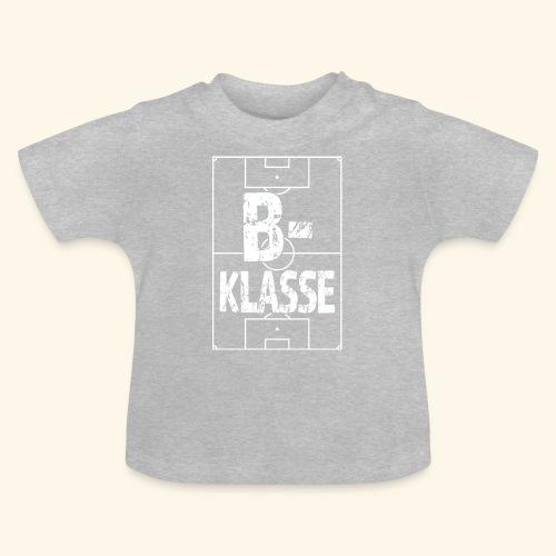 B-Klasse im Fußballfeld - Baby T-Shirt