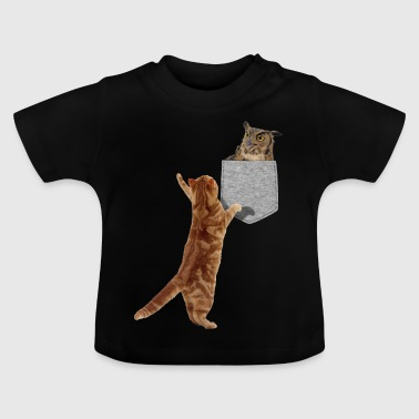 Katze, die für Eule in der gefälschten lustigen Druck-Auf Tasche erreicht - Baby T-Shirt