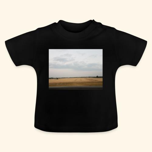 Feld und Wolken - Baby T-Shirt