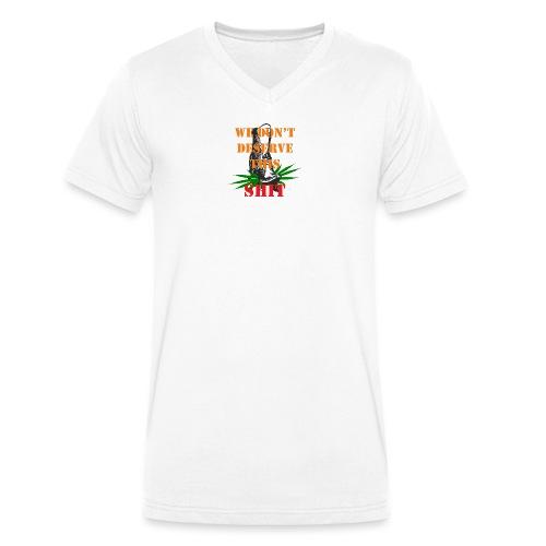 We Dont Deserve this Shit - Ekologisk T-shirt med V-ringning herr från Stanley & Stella