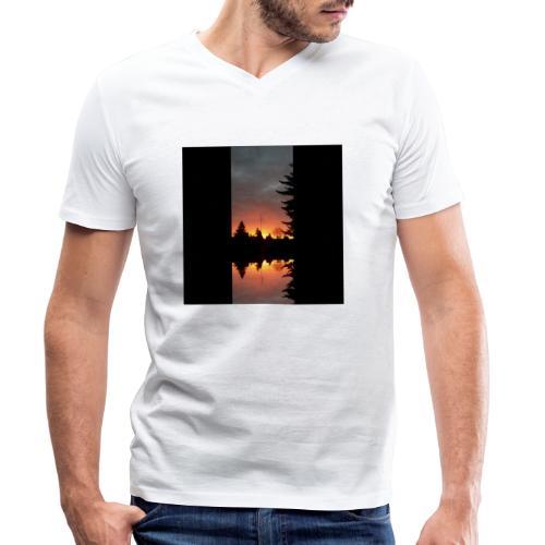 Morgenrotdrama Small - Männer Bio-T-Shirt mit V-Ausschnitt von Stanley & Stella