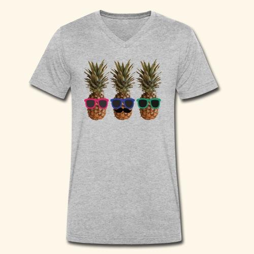 Hipster Ananas mit Sonnenbrillen und Bart - Men's Organic V-Neck T-Shirt by Stanley & Stella