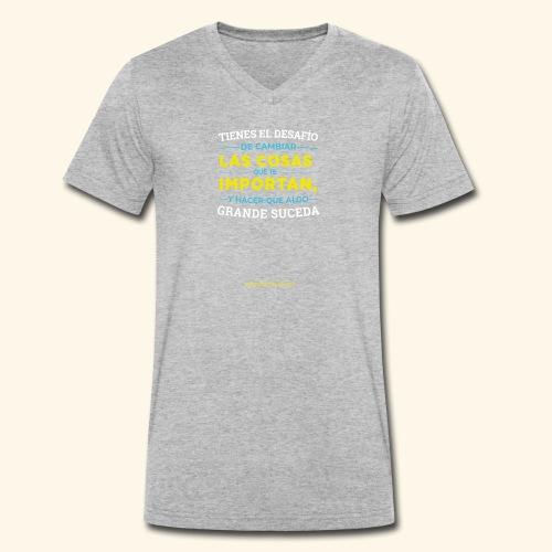 Cambia las cosas - Camiseta ecológica hombre con cuello de pico de Stanley & Stella
