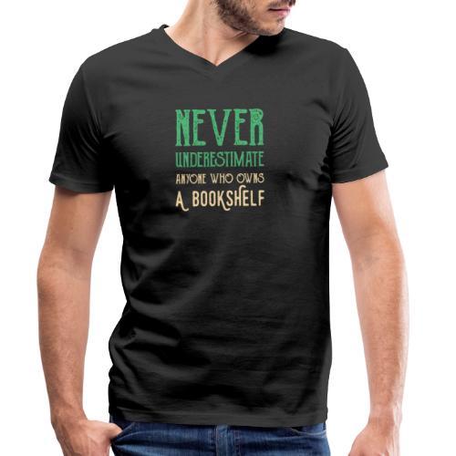 0149 Do not underestimate anyone with a bookshelf - Men's Organic V-Neck T-Shirt by Stanley & Stella