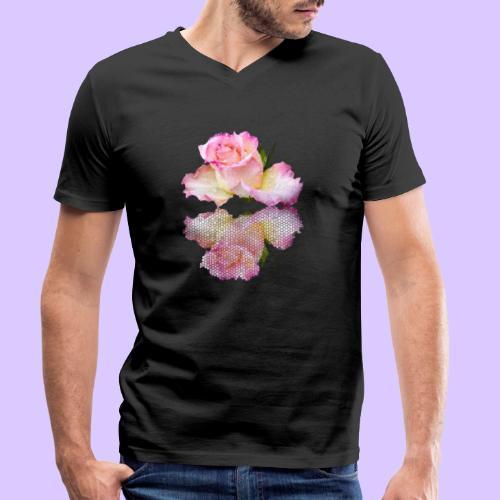 pinke Rose mit Regentropfen im Spiegel, rosa Rosen - Männer Bio-T-Shirt mit V-Ausschnitt von Stanley & Stella