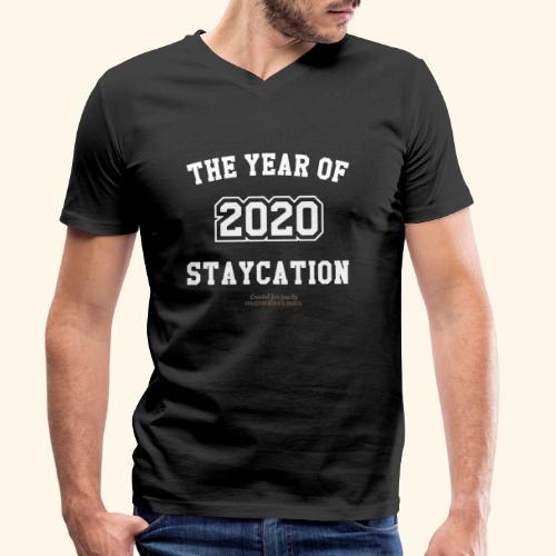 Quarantäne T Shirt Spruch 2020 Year of Staycation - Männer Bio-T-Shirt mit V-Ausschnitt von Stanley & Stella