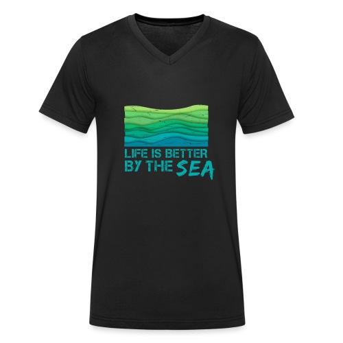 Life is better by the sea - Meeresliebhaber - Männer Bio-T-Shirt mit V-Ausschnitt von Stanley & Stella