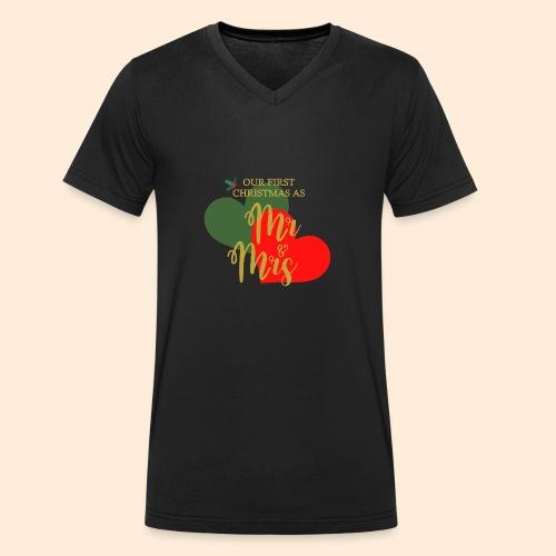 Our First Christmas As... - Camiseta ecológica hombre con cuello de pico de Stanley & Stella