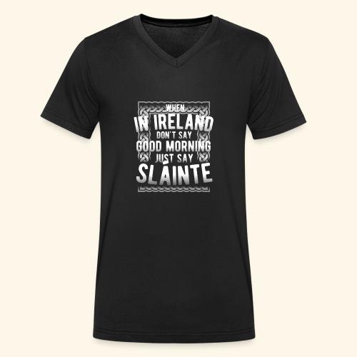 Ireland Shirt Sláinte - Männer Bio-T-Shirt mit V-Ausschnitt von Stanley & Stella